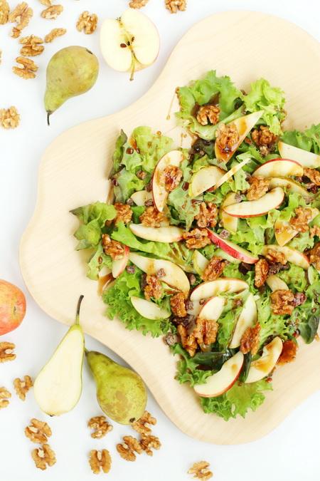 Salat með valhnetum