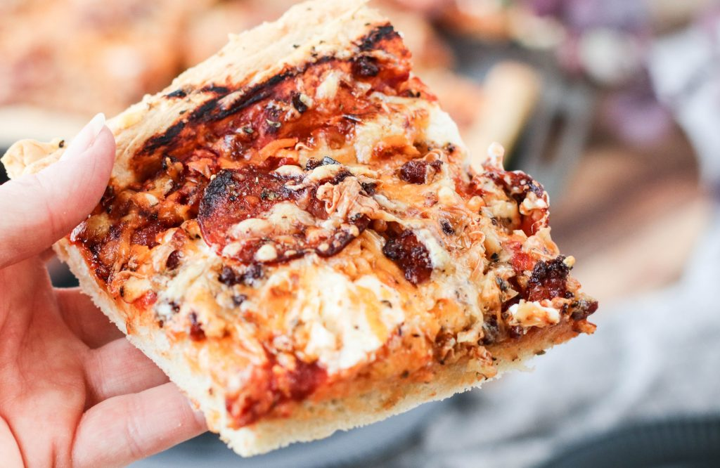 Pönnupizza með meat and cheese