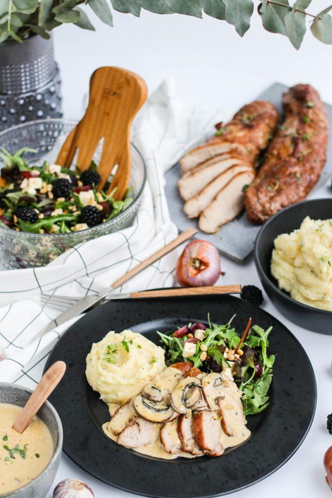Svínalund með kartöflumús, salati og sveppsósu