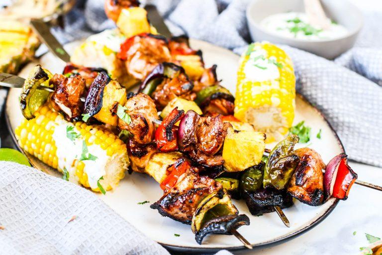 Grillspjót með kjúkling, ananas, papriku, rauðlauk og Caj P grillolíu