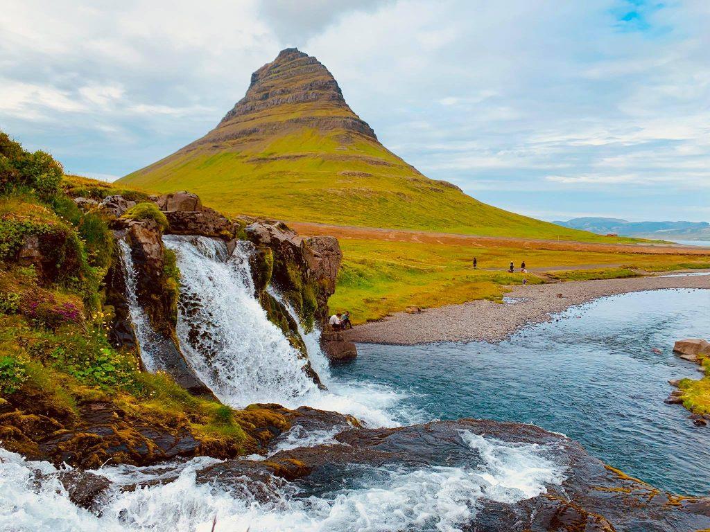 Kirkjufell og Kirkjufellsfoss