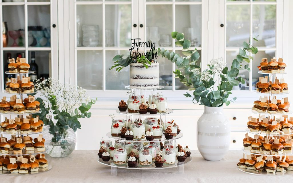 Ferming 2020, kökuturn, hamborgarar, skyrkaka, cupcakes, nammibar og gott veður