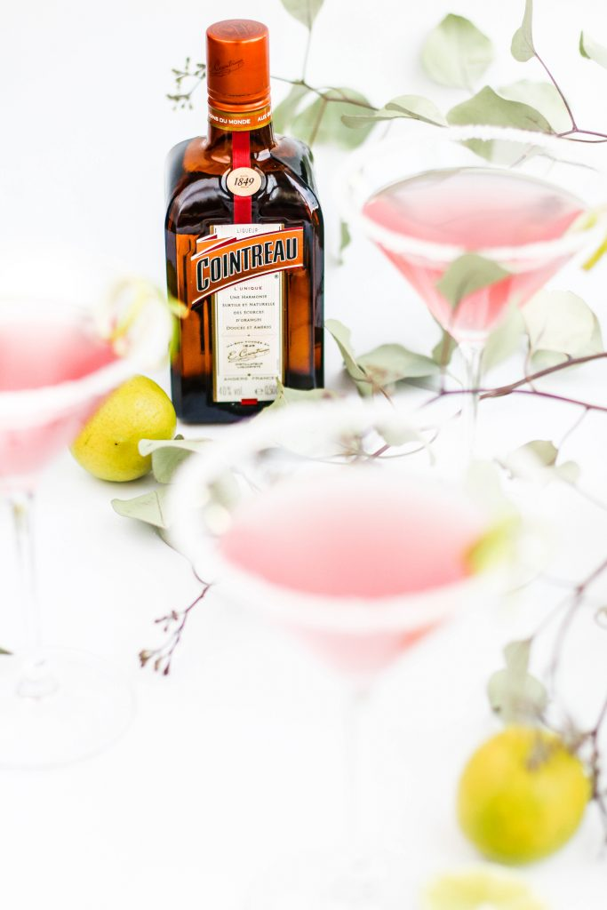 Bleikur Cosmopolitan kokteill með Contreau