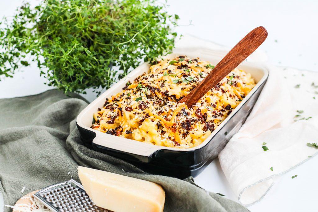 Mac & Cheese eða makkarónur og ostur í Le Creuset eldföstu móti frá Byggt og Búið