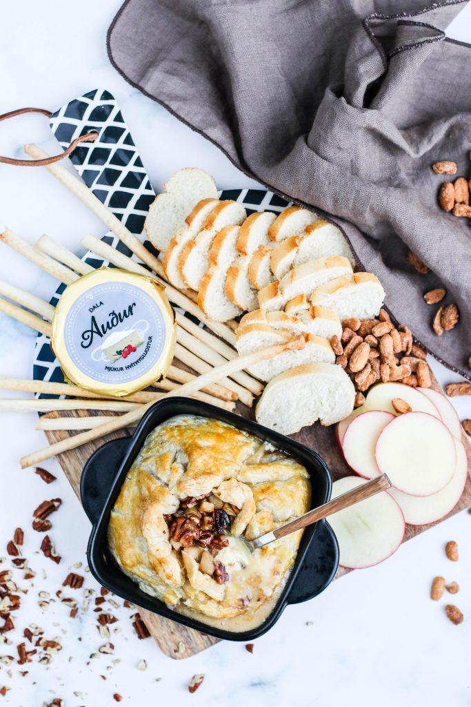 Innbakaður ostur í smjördeigi með perum og pekanhnetum