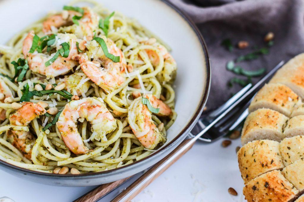Risarækju spaghetti með pestó, furuhnetum, parmesanosti