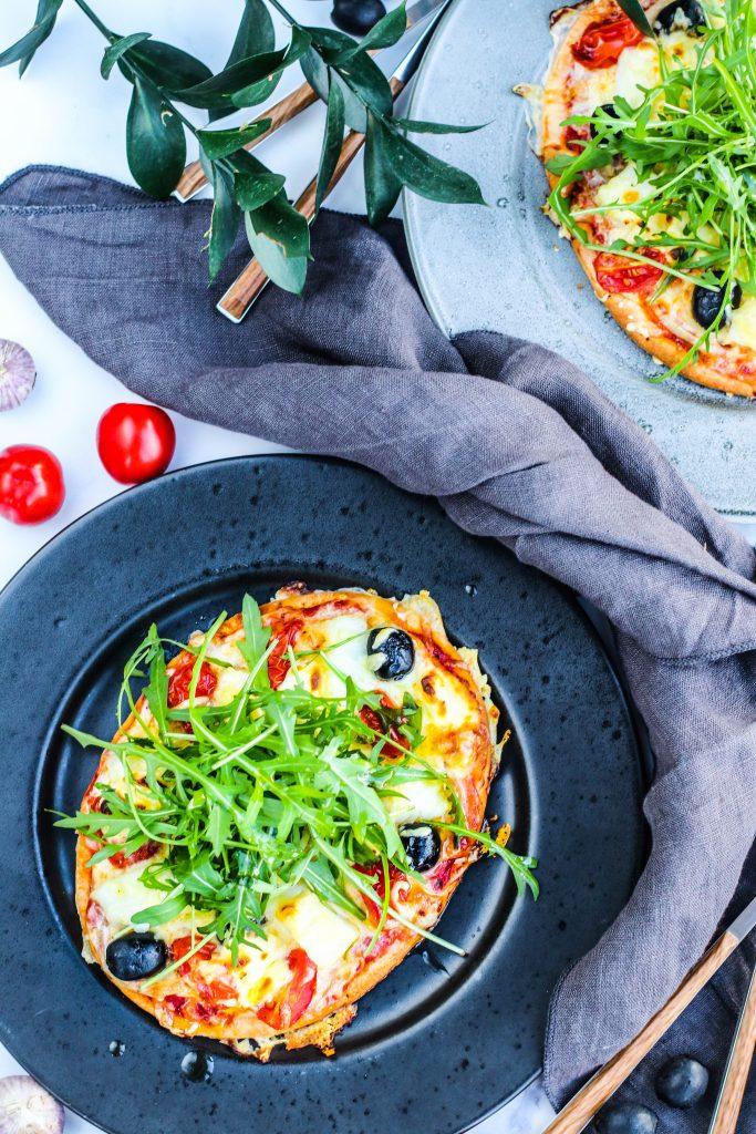 Pizza með saltfisk og ólífum