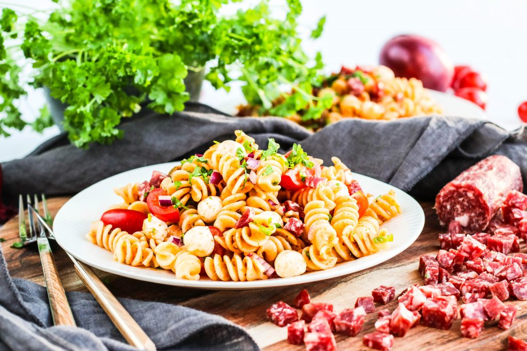 pastasalat með salami