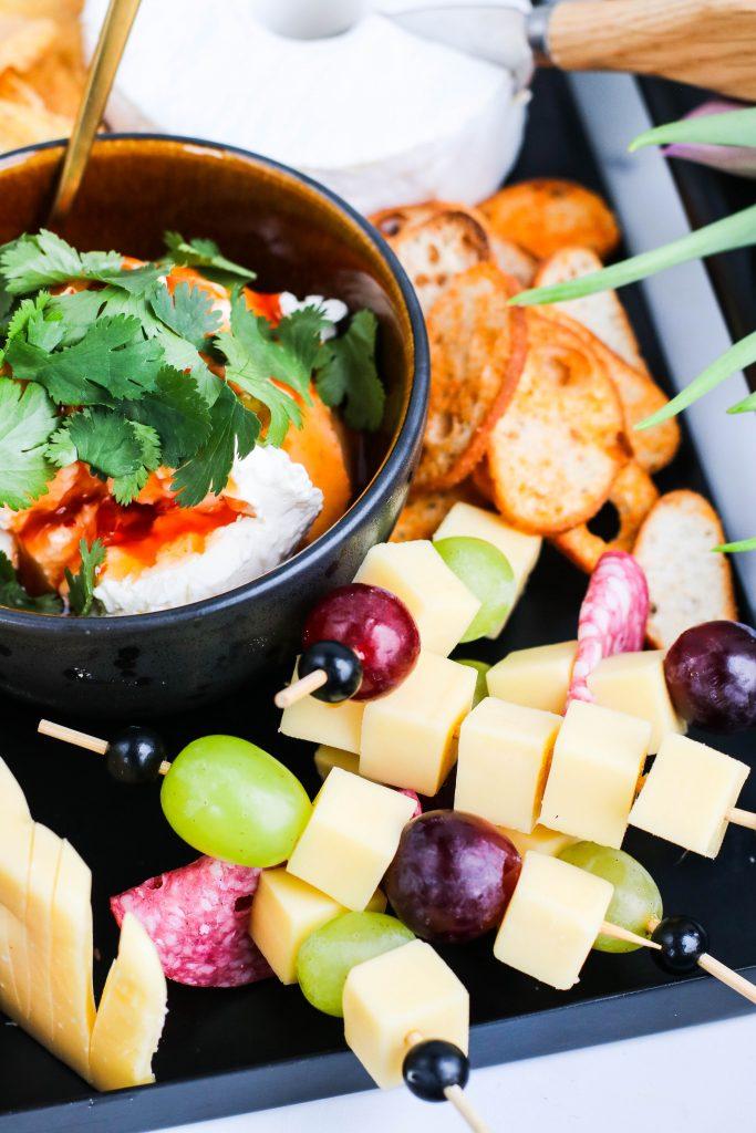 rjómaostur og sweet chili og ostapinnar