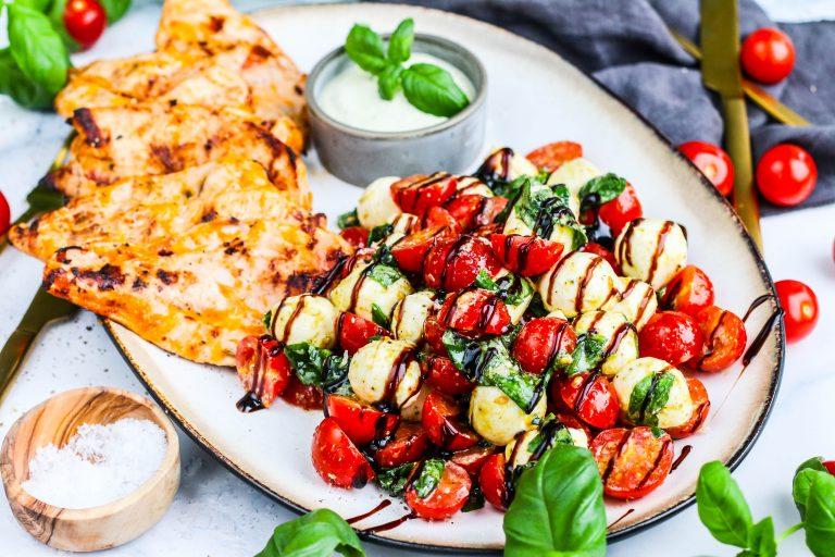 Salat með mozzarella og kjúkling