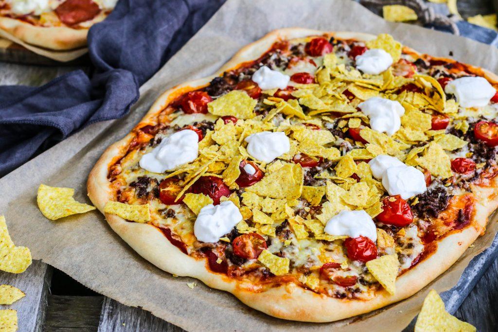 Heimatilbúin pizza með snakki