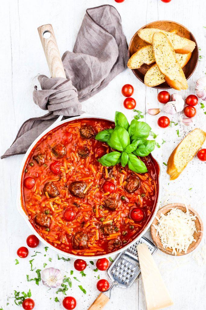 spagetti og kjötbollur í sósu