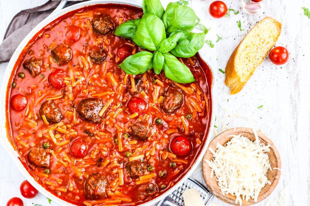 Hakkbollur og tómatsósa með spagetti